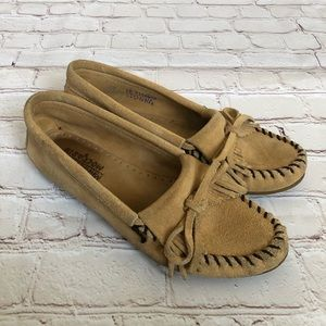 Minnetonka tan suede classic moccasins